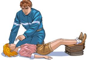 В момент приступа необходимо положить ребенка и поднять ему ноги
