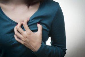 Тяжелое сердцебиение может быть симптомом многих патология сердца