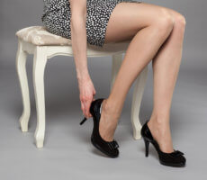 почему болят вены на ногах