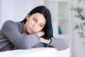 Применяют препарат при депрессиях разной этиологии
