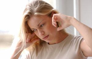Заложенность ушей может стать причиной снижения слуха