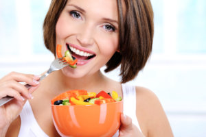 Овощи и ягоды способствую выведению лишнего холестерина из организма
