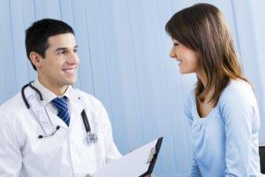 Если синдром не вызывает осложнений, то специального лечения не требует