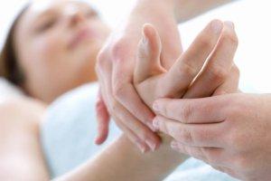 Лечение направлено на устранение причины, вызвавшую чувство онемения пальца