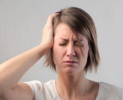 Головная боль, головокружение, тошнота и шум в ушах – признаки сотрясения
