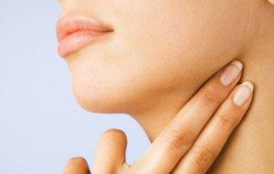 Сонная артерия на шее для прощупывания пульса находится рядом с трахеей
