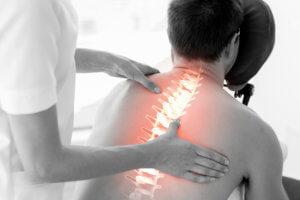 Лечение включает в себя ЛФК, медикаментозную терапию и физиотерапевтические методы