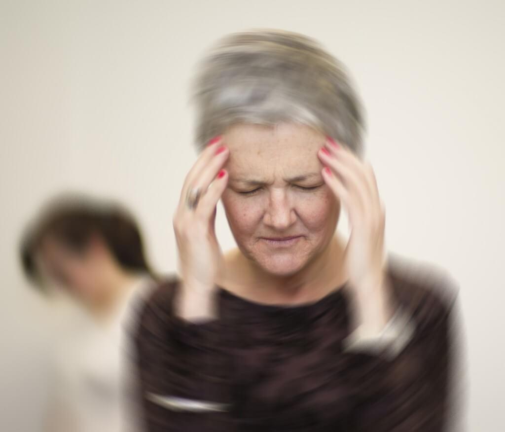 Возможные причины сильного головокружения и нарушения координации движения, а также симптомы и моменты когда обращаться к доктору