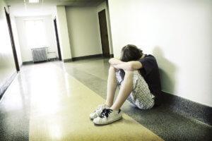Стрессовая и конфликтная среда может стать причиной шизофрении у подростков