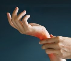 Онемение кисти руки может быть вызвано физиологическими причинами и факторами