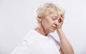 Боль в левом виске и онемение левой части тела могут быть признаком инсульта