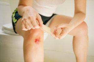 Гель нельзя наносить на открытые раны
