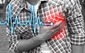 Учащенное сердцебиение и приступы стенокардии указывают на наличие заболевания