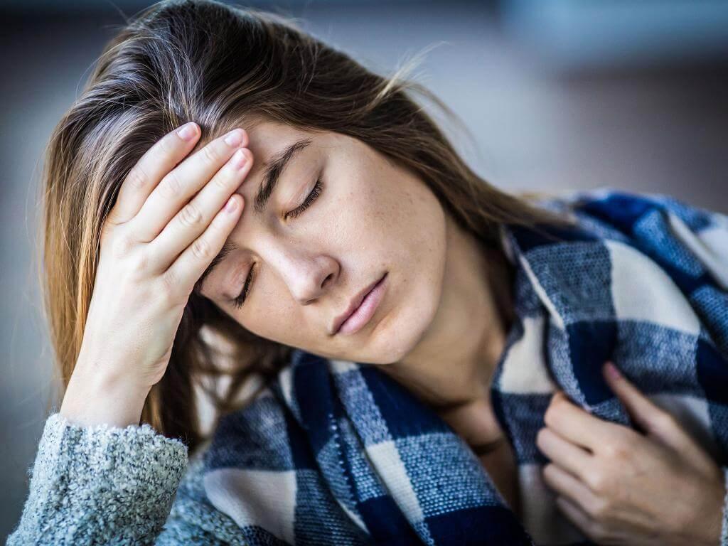 Постоянная сонливость и усталость у женщин — причины и возможные заболевания