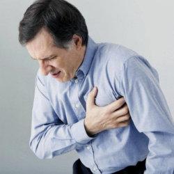 Почему может возникать тяжесть в районе сердца и чем она опасна