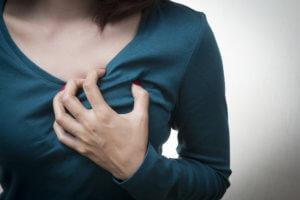 Болит в груди