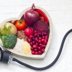 Что рекомендовано есть и пить при повышенном давлении, а от каких продуктов лучше отказаться