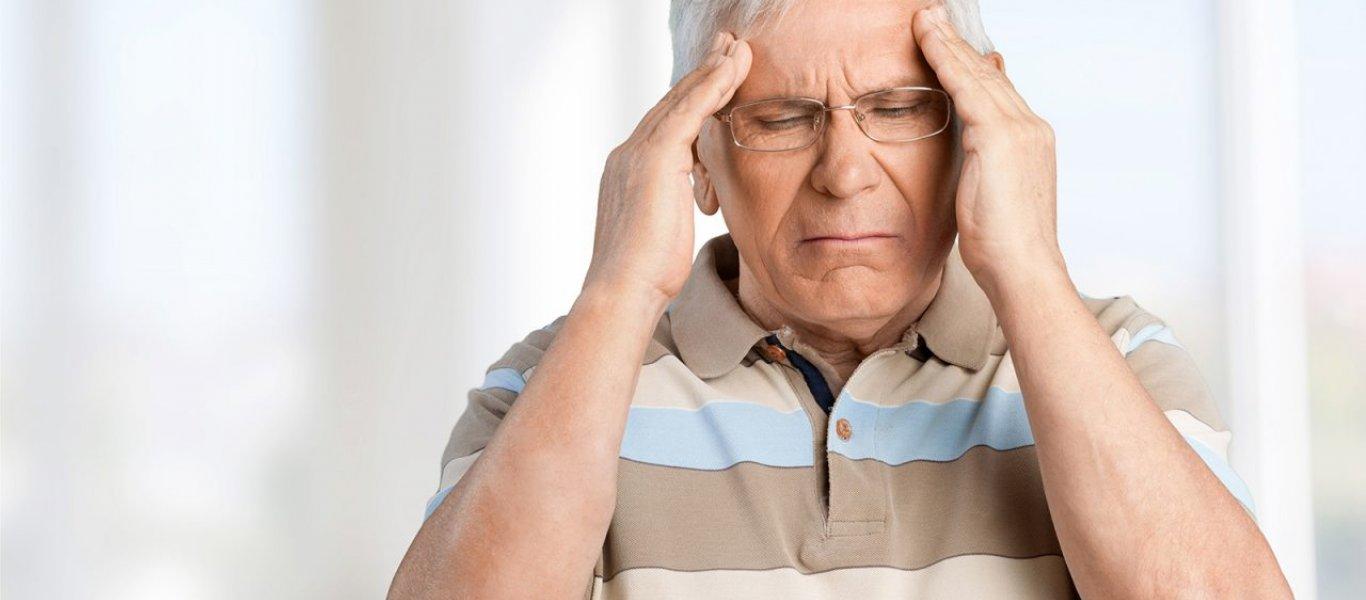 Как своевременно определить инсульт у человека и помочь ему до приезда врачей
