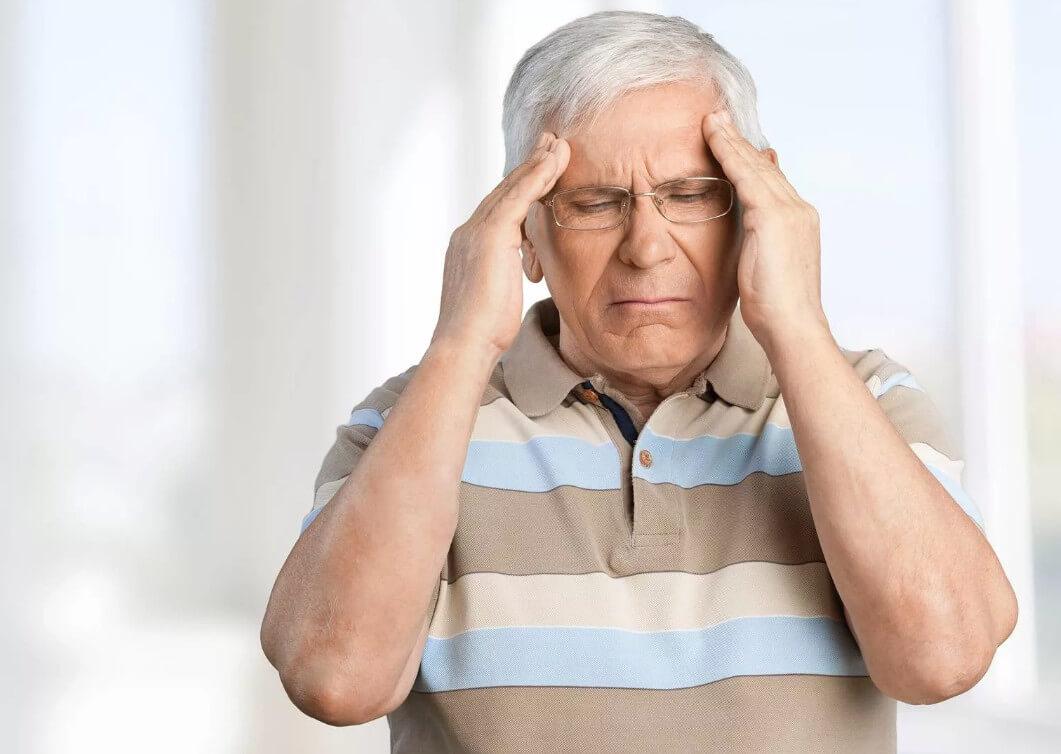 Инсульт у пожилого человека