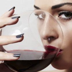 Можно ли пить вино при повышенном давлении и кому оно строго противопоказано