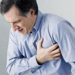 Почему болит сердце после алкоголя, что делать и насколько это опасно