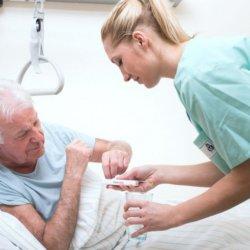 Сколько лежат в больнице с инсультом и от чего зависит этот срок